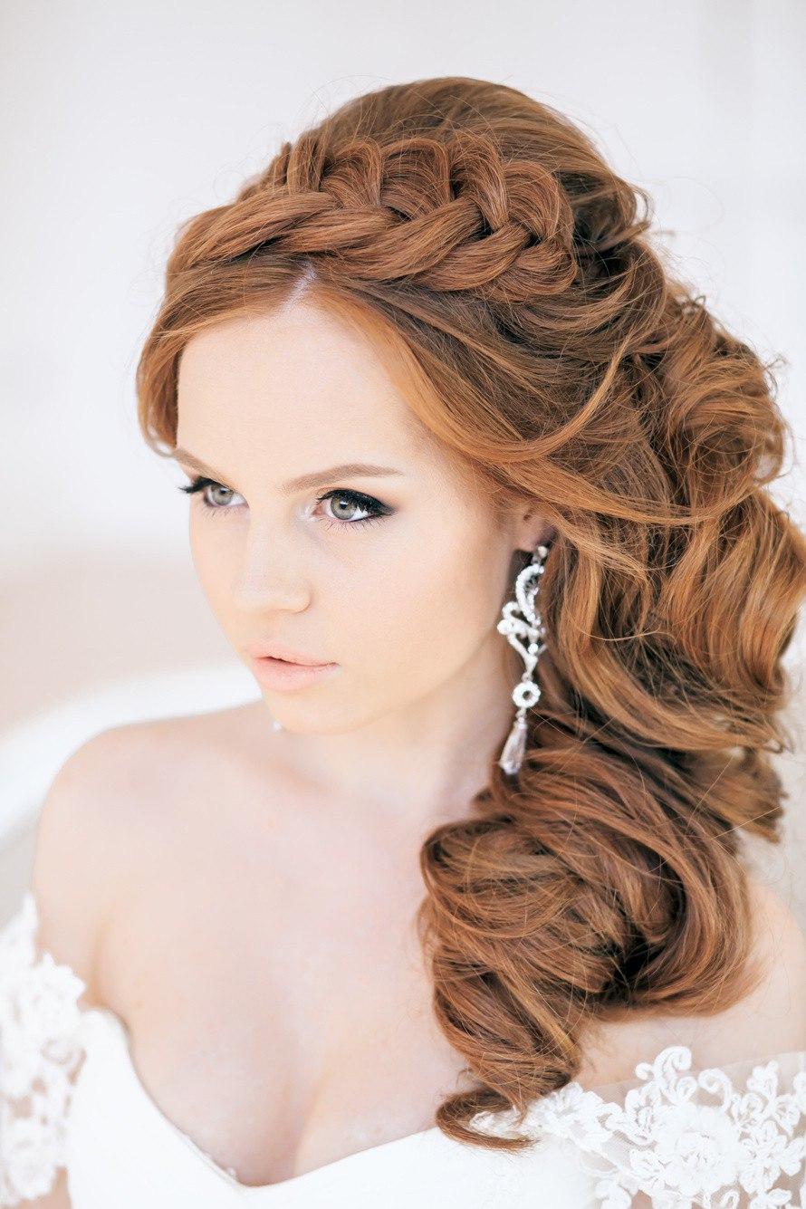 6a95f4386cd5 Ako v gréckom štýle krásne položiť kudrlinky na dlhé vlasy  Hlavné črty  tohto účesu sú kučeravé