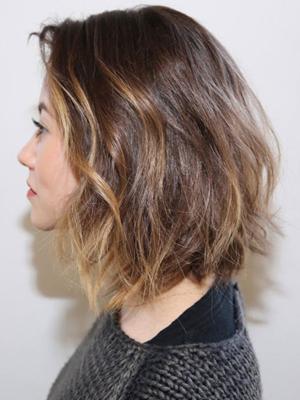Strihanie bob na možnostiach stredných vlasov. Rozčesaný fazuľa na ... 488562d68be