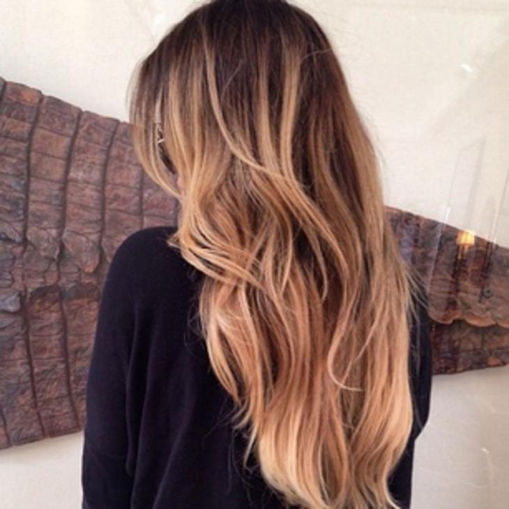 Culoarea Pe Părul Vopsit întunecat Pe Părul Mediu și Lung Ce