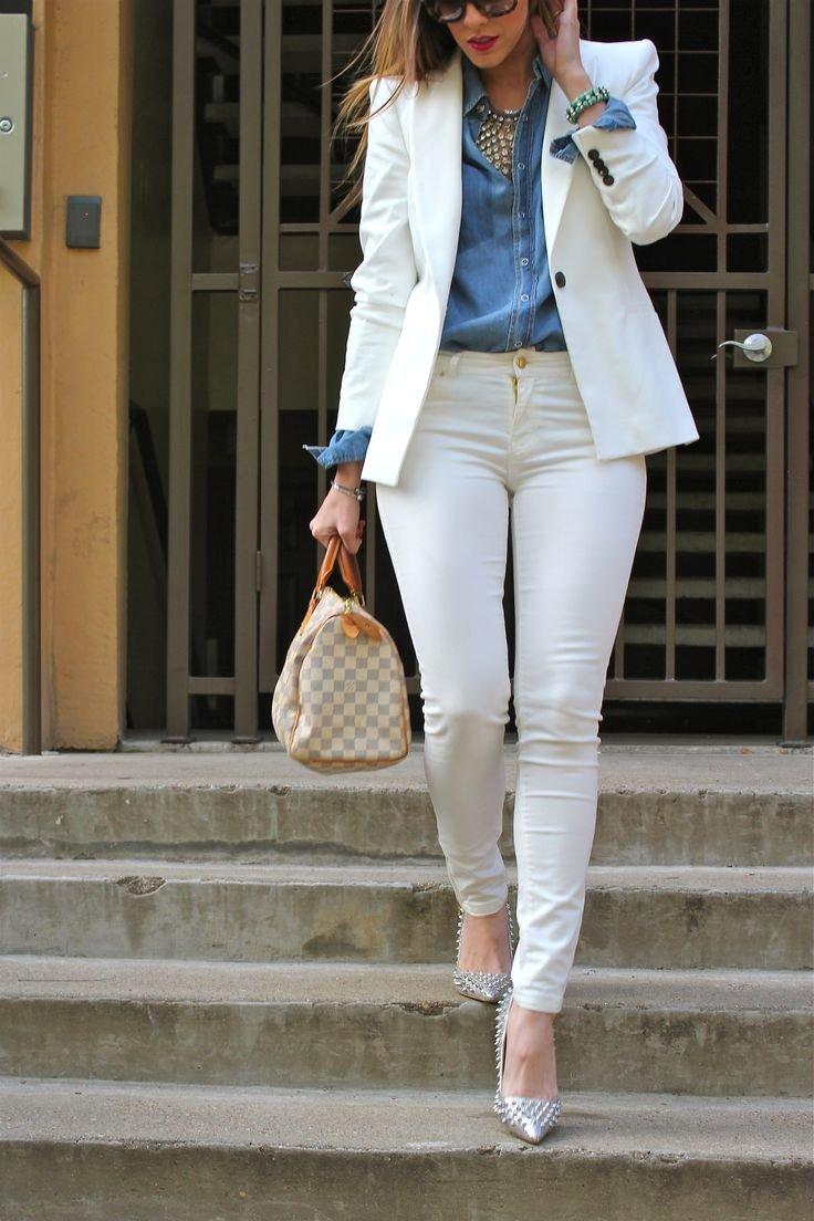 d1987f9d757 Летний белый пиджак не перегрузит лишними элементами в прохладный вечер. Он  защитит от легкого ветерка и со всякой