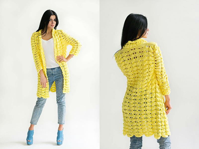 104a9794bf7d Zvlášť cenená je žltá pletený sveterz hrubej alebo tenkej priadze. Pletené  výrobky s pletením alebo háčkovaním vlny