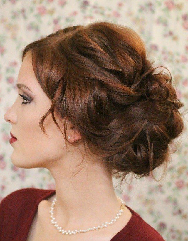 d7376827823f Krásny účes s kučeravými vlasmi. Mäkké kudrlinky na priemerných vlasoch   fotografia vzduchových kadeřov a užitočné rady od kaderníkov.