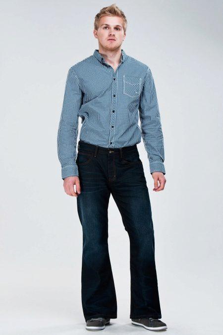 42b0e9f8af2b S vyblednutými nohavicami je lepšie nosiť podlhovastý vrchný diel v podobe  košeľa alebo svetre. Topánky sú vybrané so zúženým nosom
