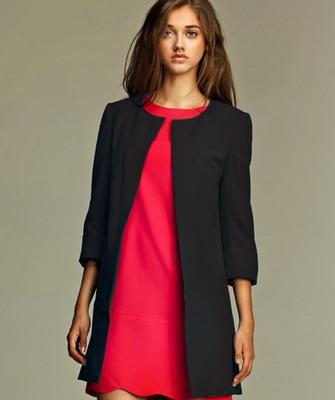 869ea0207f9 С чем носить женский удлиненный пиджак без воротника почитательницам стиля  кэжуал  Стилисты предлагают сочетать этот предмет женского гардероба с ...